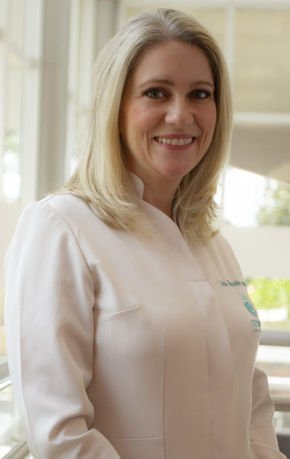 Dra. Manoela Carneiro